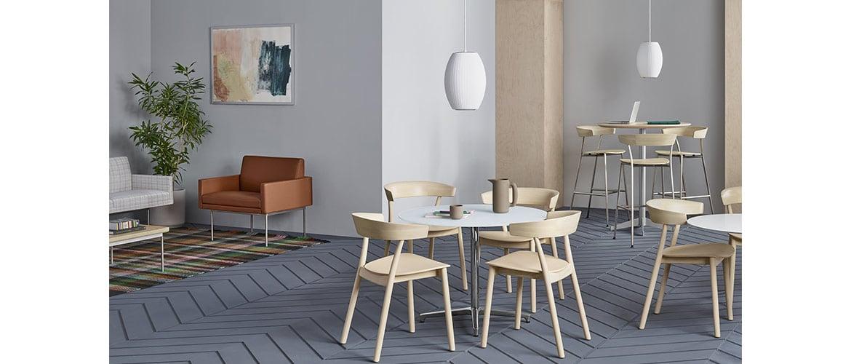 espace-de-travail-avec-ensemble-de-chaises-en-bois-herman-miller-leeway1