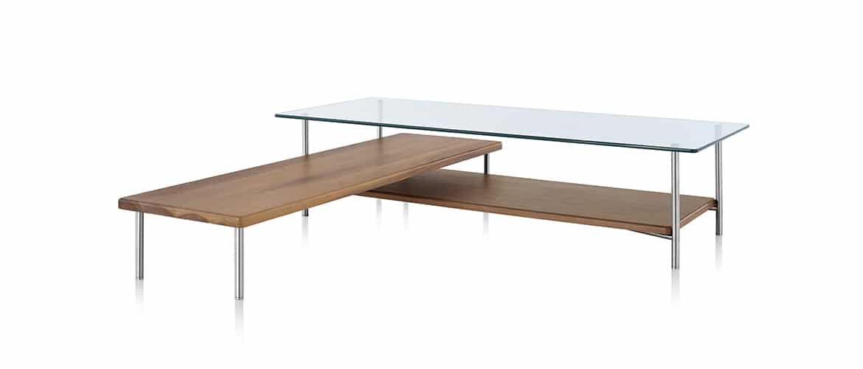 Table en bois avec plateau en verre Herman Miller vue de profil