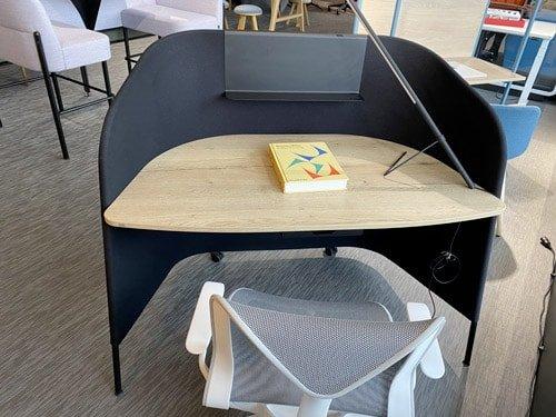 showroom-mobilier-d-e-bureau-secretaire